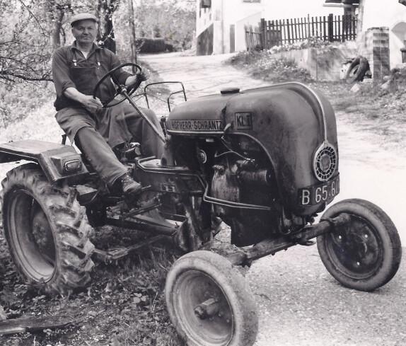 Herr Johann Wolfger mit Hofherr-Schrantz Traktor
